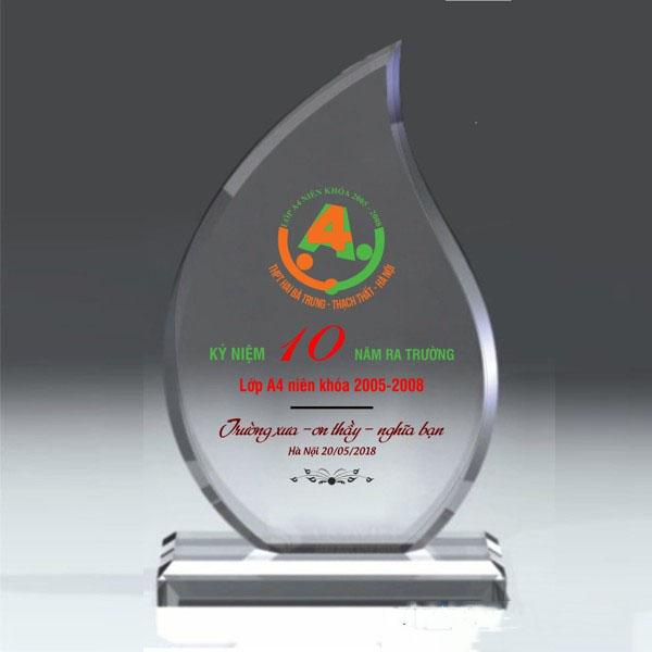 kỷ niệm chương pha lê kỷ niệm 10 năm
