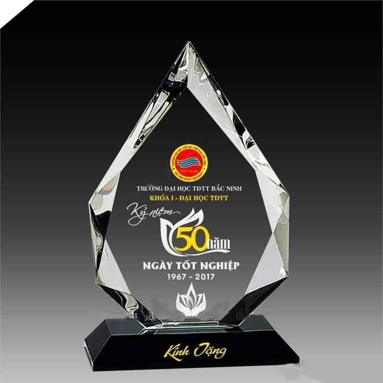 kỷ niệm chương pha lê kỷ niệm 50 năm